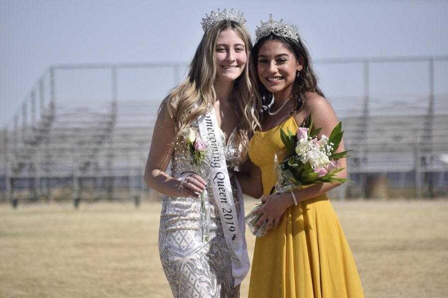 2019 Homecoming Queen Jocelyn Blanton congratulates this year